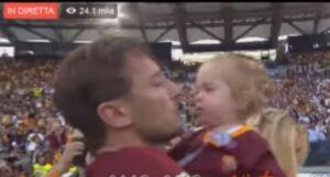 YOUTUBE Totti all'Olimpico con la figlia Isabel in braccio si commuove