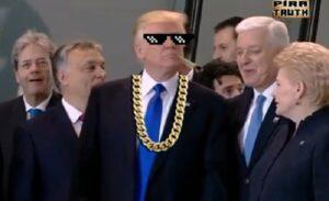 YOUTUBE Donald Trump spinge via il premier del Montenegro per la foto di gruppo