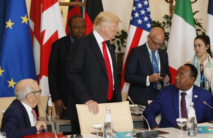 """G7, Donald Trump e Angela Merkel rinunciano alla conferenza stampa dopo il """"gelo"""" di venerdì"""