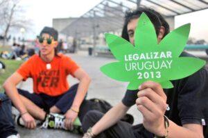 """Uruguay, registro per comprare la """"marijuana di Stato"""""""