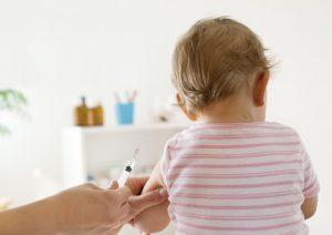 Vaccini obbligatori a scuola, scontro tra ministri: Fedeli (Istruzione) stoppa Lorenzin (Salute)