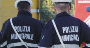 Treviso, rissa vigili contro abusivi al Raduno degli Alpini. Ma un video scagiona agenti
