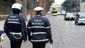"""Giornalista aggredito da rom. I vigili di Roma: """"Abbiamo finito i moduli"""""""