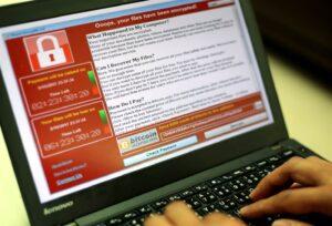 Attacco hacker WannaCry: come difendersi dal virus che prende in ostaggio i pc