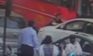 India, poliziotto in borghese investe un pedone