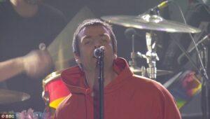 """Manchester, Liam Gallagher contro Noel: """"Mi scuso per l'assenza di mio fratello"""""""