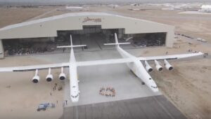 YOUTUBE Microsoft si dà allo spazio: Paul Allen presenta Stratolaunch, l'aereo più grande al mondo