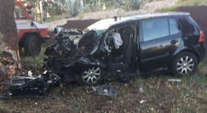 Brindisi, Lorenzo Protopapa muore in incidente stradale: auto contro un pino