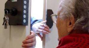 Treviso, 7 anziani al giorno vittime di truffe e rapine. Ma i furti calano...