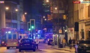 """Attentato Londra, polizia invia sms: """"Le regole per salvarsi dagli attacchi"""""""