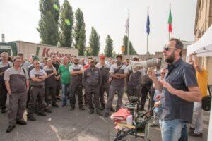 Mantova, azienda caccia operaio: colleghi fanno sciopero a oltranza