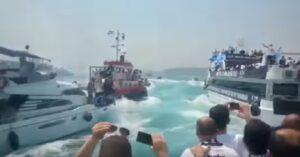 Besiktas vince scudetto: tifosi festeggiano con decine di barche sul Bosforo