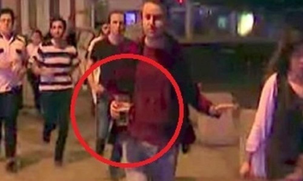"""Attentato Londra, in fuga con la birra in mano. La foto diventa cult: """"Ecco perché l'Isis non vincerà mai"""""""