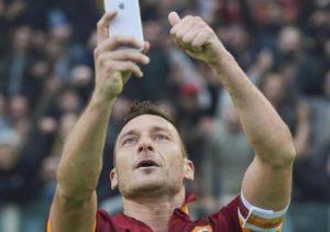 Calciomercato Roma, Totti da Monchi: ore decisive per il suo futuro