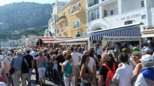 Capri, turisti a numero chiuso. La proposta del sindaco Gianni De Martino