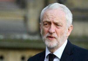"""Londra, terrorismo entra in campagna elettorale. Corbyn accusa May: """"Tagli alla polizia. Si dimetta"""""""