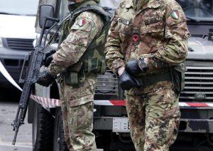 Leva obbligatoria per 6 mesi, poi ti puoi portare le armi a casa: la proposta della Lega Nord