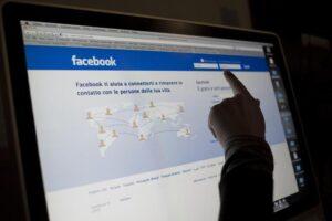 Allarme pedofilia sul web: evitare foto dei propri figli sui social network