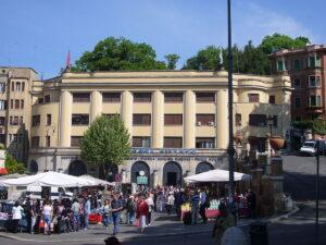 Roma, piazzale Flaminio ostaggio del suk legale: i cronisti del Corriere minacciati