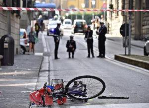 Mirandola, Lorella Vaccari morta: cade dalla bici e viene travolta da auto