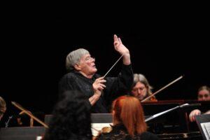 Jeffrey Tate morto: direttore d'orchestra stroncato da infarto a Bergamo