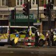 Terrore a London Bridge, duplice attentato: investono e accoltellano15