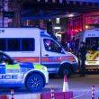 Terrore a London Bridge, duplice attentato: investono e accoltellano17