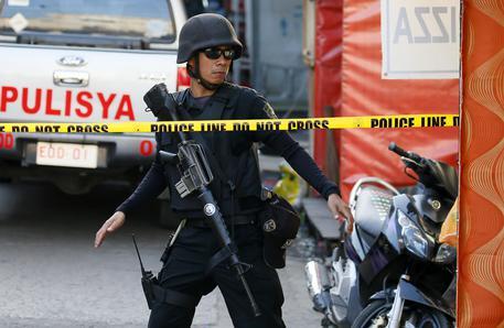 Filippine, assalto a resort vicino a Manila: 25 feriti. Isis rivendica, polizia smentisce