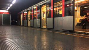 Milano, entra in metro senza pagare il biglietto: egiziano prende a pugni il controllore