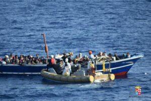 Soldi per i migranti (35/45 euro al giorno) e cavallette umane su quei 4,5 mld