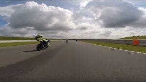 Pilota perde i sensi in pista: il VIDEO dello schianto