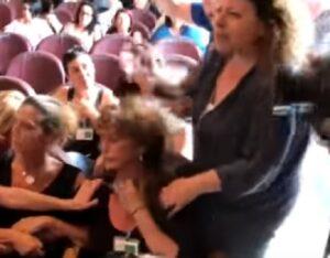 """Multiservizi Roma, urla in aula contro Virginia Raggi: """"Vergogna, fascisti"""""""