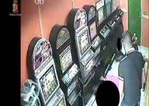 Miano (Napoli): volevano prendere il posto del boss, uccisi in 7 secondi nella sala scommesse