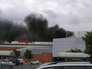 Pisa, incendio ad un centro commerciale Ipercoop: evacuati i clienti