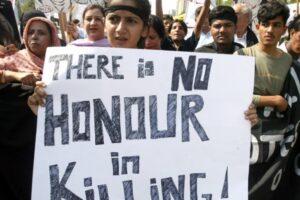 Pakistan, delitti d'onore in famiglia: uccisi due amanti e un marito