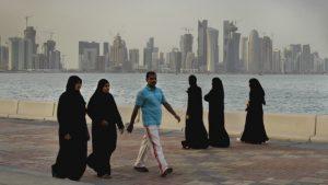 Etihad, Emirates e FlyDubai sospendono i voli verso il Qatar. Crolla la Borsa a Doha