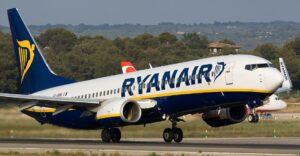 Ryanair cerca personale, hostess e piloti dagli esuberi di Alitalia
