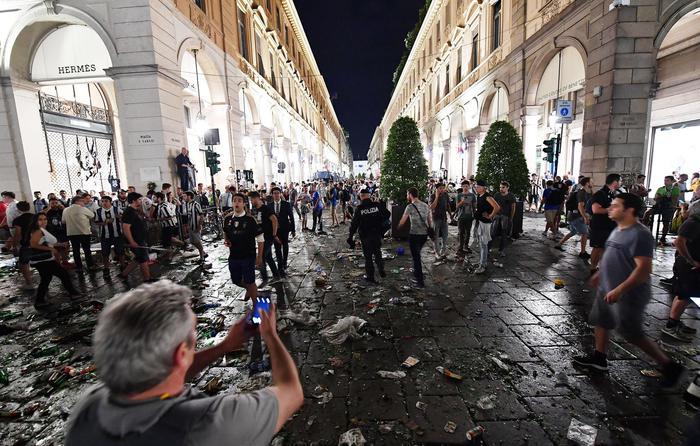 YOUTUBE Finale Champions, panico a Torino: il momento in cui monta la calca